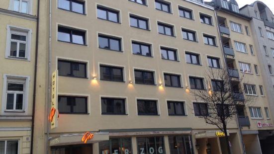 Hotel Gio - Ehemals Hotel Herzog München