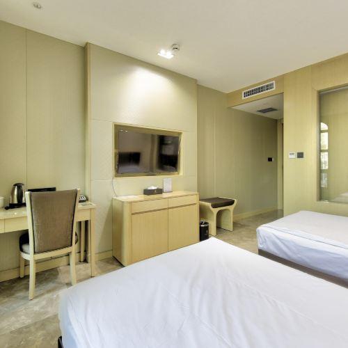 Yitong No.9 Business Hotel
