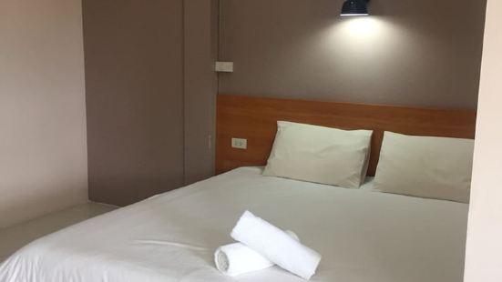 海藍七巖酒店