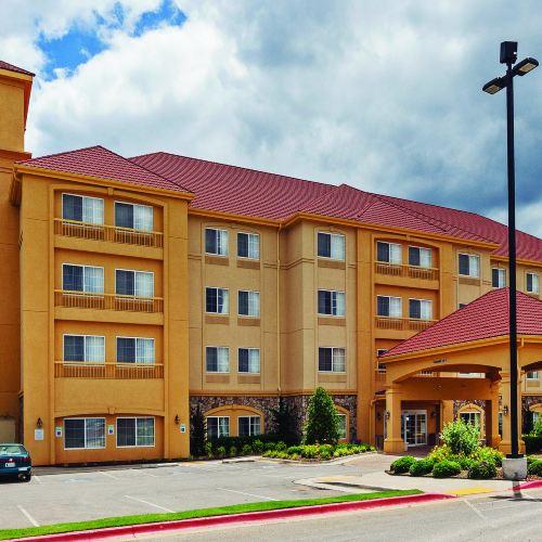 斯蒂爾沃特 - 大學區温德姆拉昆塔套房酒店