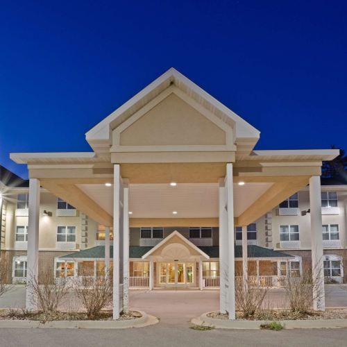 艾倫山鄉村套房酒店