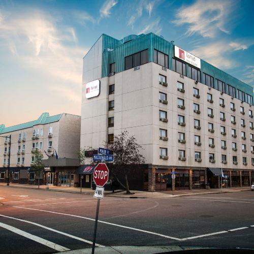Nomad Hotel & Suites