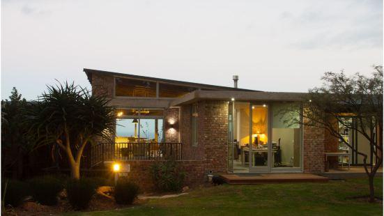 Surfari Accommodation and Venue