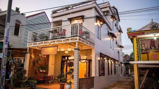 Minh An Riverside Villa