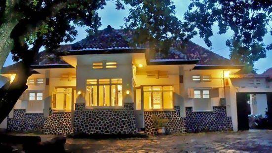 RedDoorz Syariah Near Wijilan Yogyakarta