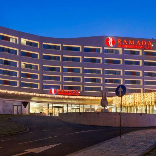 克拉約瓦華美達酒店