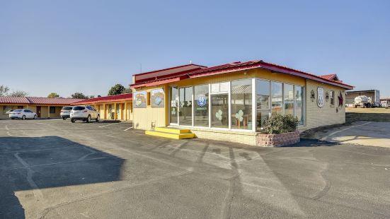 Hotel Shamrock TX - I-40 & Hwy 83