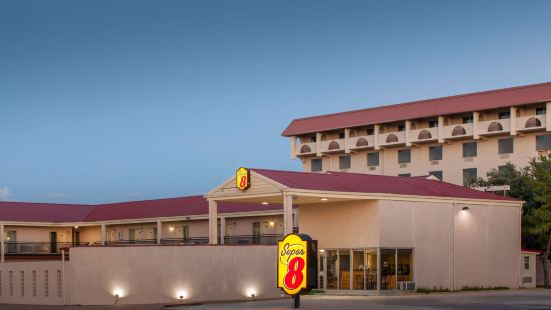 Super 8 by Wyndham Lubbock Civic Center North