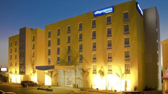 普埃布拉安赫洛波利斯城市快捷酒店