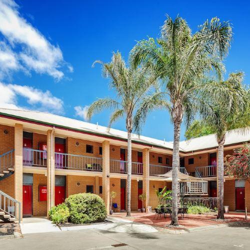 Central Deborah Motel