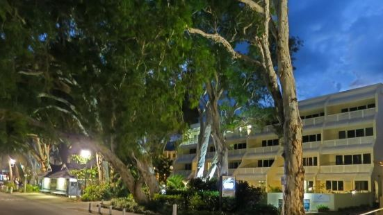 Marlin Waters Beachfront Apartments Cairns