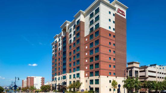 Hampton Inn & Suites National Harbor/Alexandria Area