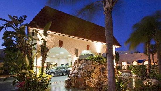 門奇特湖邊度假酒店