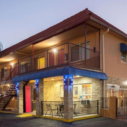 埃爾卡洪旅客之家酒店