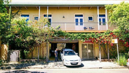 Summer House Newtown