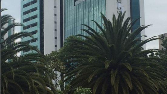 埃斯特拉爾廣場酒店