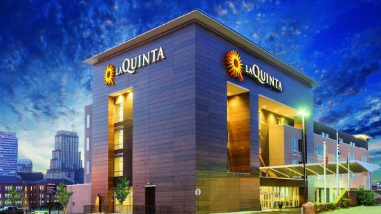 La Quinta Inn & Suites by Wyndham Orlando - IDrive Theme Parks