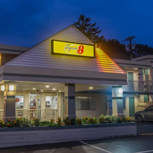 西雅茅斯海恩尼斯/科德角速8汽車旅館