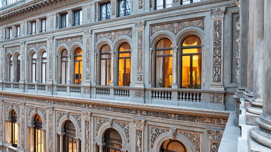 Luxury Art Resort Galleria Umberto Naples
