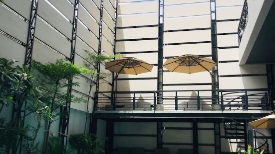 HH Hotel & Sky Bar