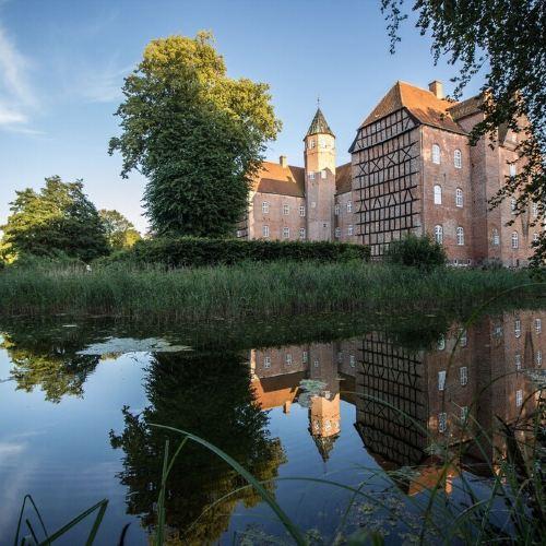 Sostrup Slot og Kloster