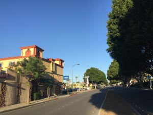 Rodeway Inn & Suites 帕薩迪納酒店(Rodeway Inn & Suites Pasadena)