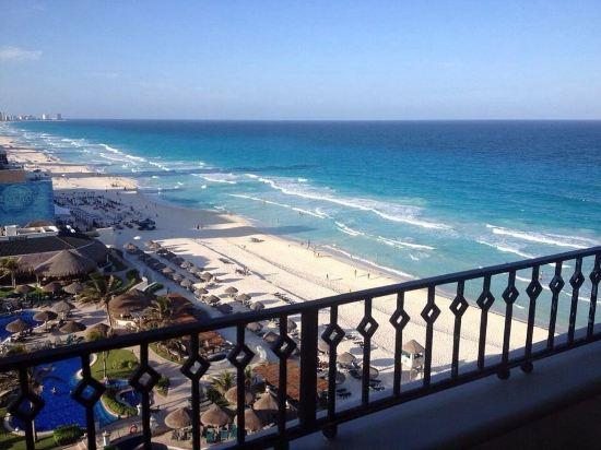 从海景房上的阳台望过去的加勒比海