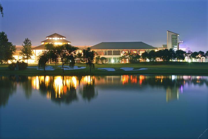 张家港双山高尔夫酒店(标间+晚餐套餐+高尔夫体验)