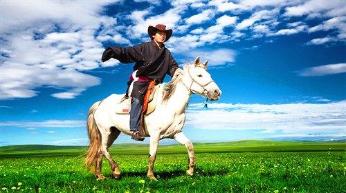 骑马的牧民