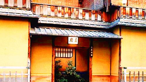 """分散于庭园之中的客房采用茶室构造,夏天,装上""""苇门"""",铺上""""竹箔"""",冬天图片"""