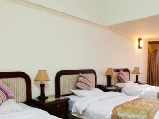 Ctrip與多於30萬間國內酒店、60萬間國外酒店合作,讓您輕而易舉找到平價酒店住宿。我們安全的線上付款系統,及屢獲殊榮的24小時客戶服務,支援所有酒店預訂。無論商務酒店、機場酒店、豪華酒店或度假酒店,您都可從Ctrip獲得最經濟實惠的價格。你亦可透過閱讀真實用戶評論、瀏覽酒店設施的360度全景照片、使用地圖選取酒店位置,輕易預訂到最佳酒店住宿。Ctrip擁有龐大的酒店預訂網絡,即使在高峰期預訂,用戶也能即時獲得酒店訂單確認及信用卡預訂保證。