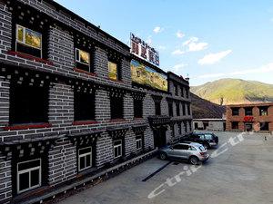 稻城亞丁麗思智能酒店