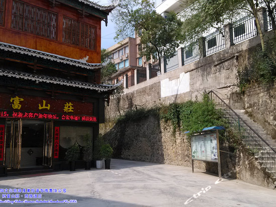 "<a href=""http://hotels.ctrip.com/pic-pid65730047/1204681.html"" name=""needTraceCode"" data-dopost=""T"" >凯里财富山庄外观</a>"
