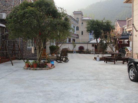 >安吉酒店  地址:章村镇长潭村(龙王山漂流近龙王山漂流) 3.