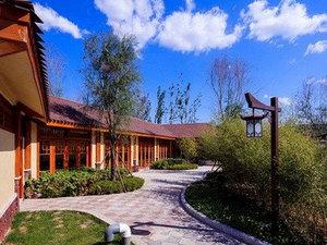 固安建国温泉酒店1晚(房间都配有私汤池不限时、不限次)+北京野生动物园(1.2米(不含)以下免费)