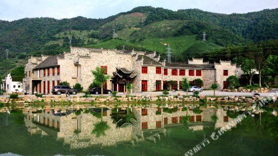 Taohuatan Pan Shihua Shanshui Hotel