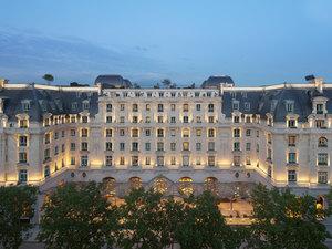 The Peninsula Paris (巴黎半島酒店)