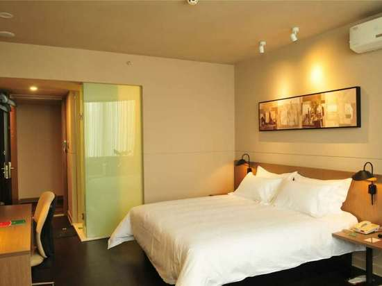 "<a href=""http://hotels.ctrip.com/pic-pid116018780/3668467.html"" name=""needTraceCode"" data-dopost=""T"" >商务房C</a>"