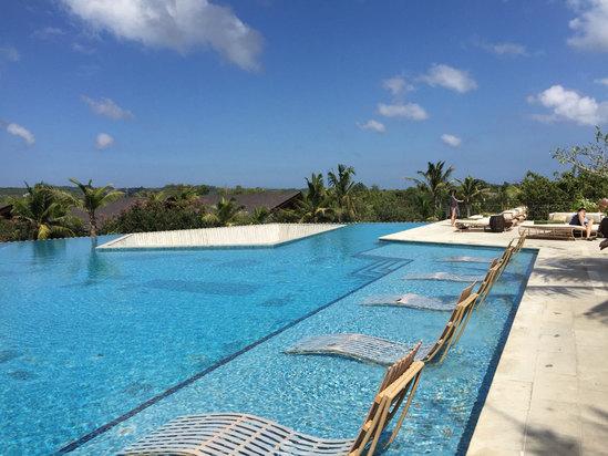 酒店风景美,设施新,服务好,早餐好,就是没有私家海滩.有机会还回去