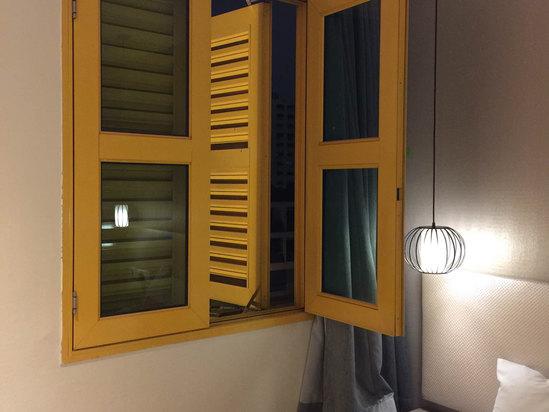 窗户颜色很可爱展现了新加坡人热爱生活         收起 有用(4) 发表于