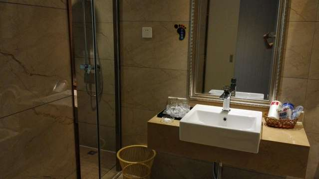 酒店客房服务员清洁卫生间步骤