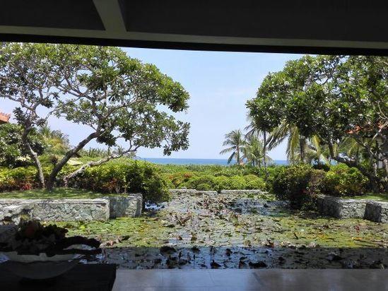 酒店大堂看海