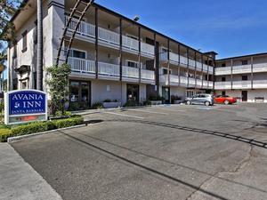 聖芭芭拉阿瓦尼亞旅館(Avania Inn of Santa Barbara)