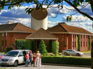 達蒙斯汽車旅館(Damon's Motel)