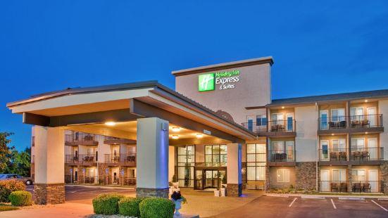 布蘭森中心區76號智選假日套房酒店