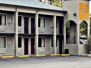 速8市中心里弗瓦爾克酒店(Super 8 Downtown River Walk Hotel)
