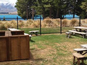 湖畔背包客旅舍(Lakefront Lodge Backpackers)
