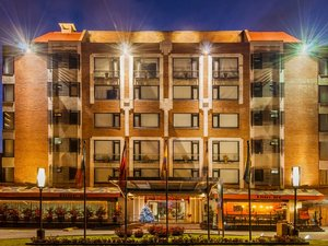 蘭開斯特宮套房酒店(Lancaster House Suites Hotel)