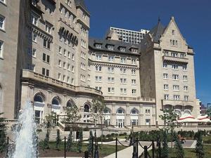 麥克唐納費爾蒙特酒店(The Fairmont Hotel Macdonald)