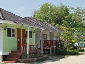 利拉瓦迪度家村村(Leelawadee Resort)